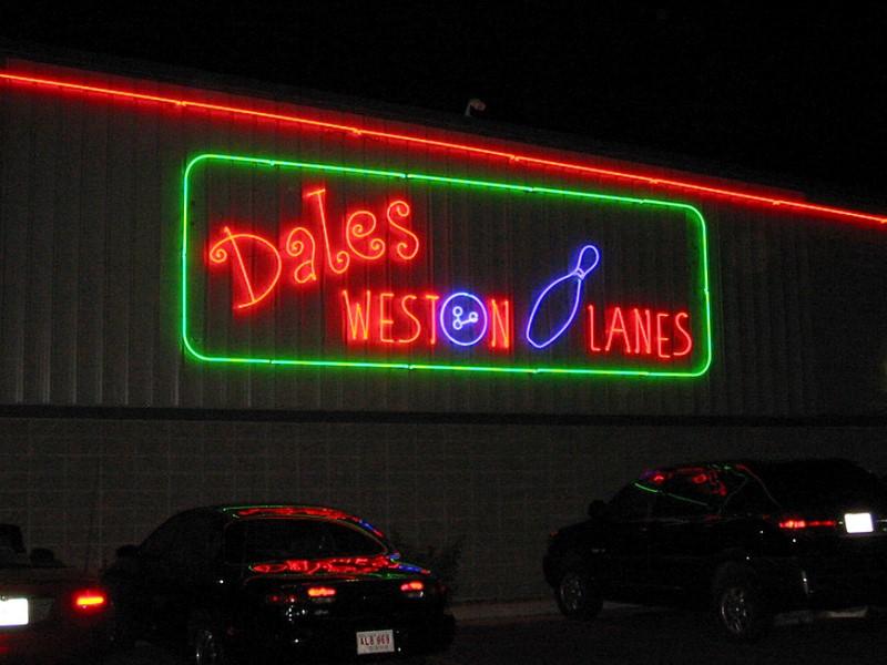 Weston Lanes Neon Signage